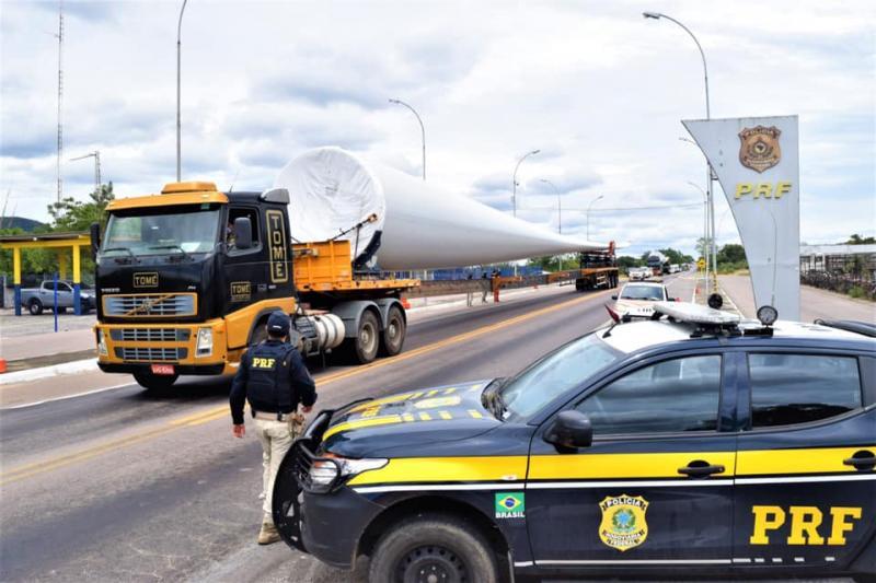 PRF garante segurança viária na escolta de pás eólicas destinadas a construção de parques de eólicos na Bahia