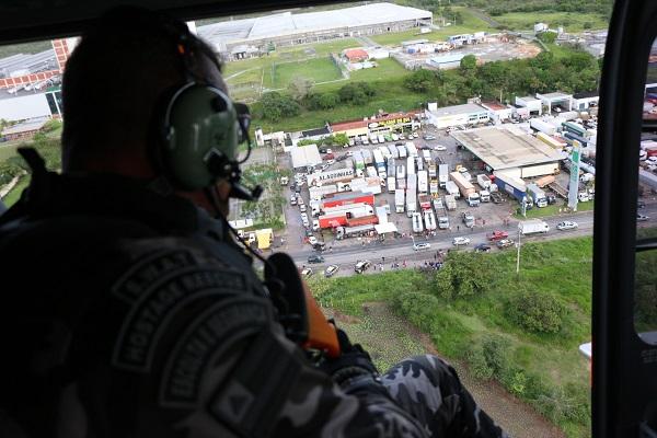 SSP e PRF liberam motoristas e desbloqueiam rodovias federais na Bahia