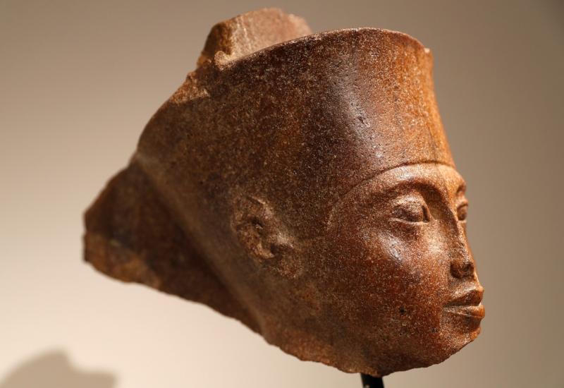 Obra em homenagem a Tutancâmon arrecada milhões em leilão na Inglaterra apesar de protestos no Egito