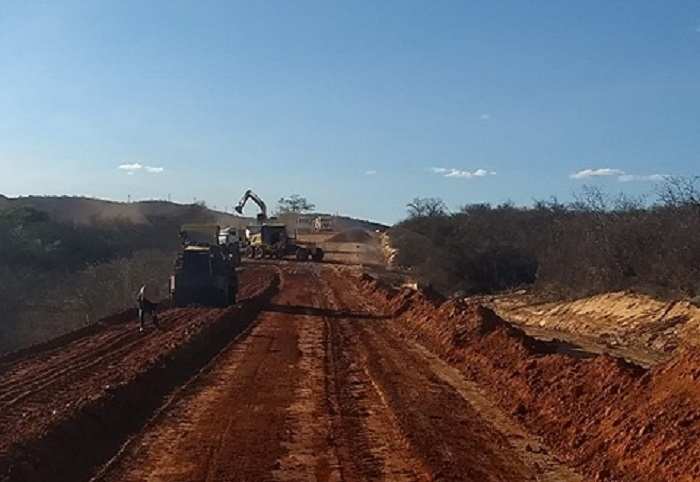 Obras de pavimentação asfáltica estão a todo vapor no trecho que liga Umburanas à Cristalândia em Brumado