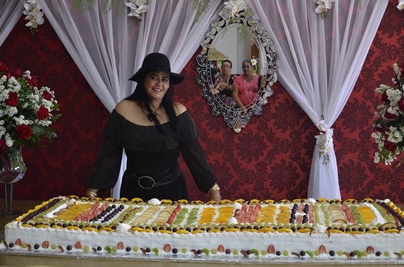 Perinalva Dias celebra mais um ano de vida ao lado de amigos e associados em Brumado