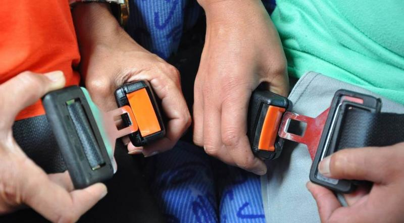 Estudos apontam que mais da metade dos passageiros de ônibus não usam cinto de segurança