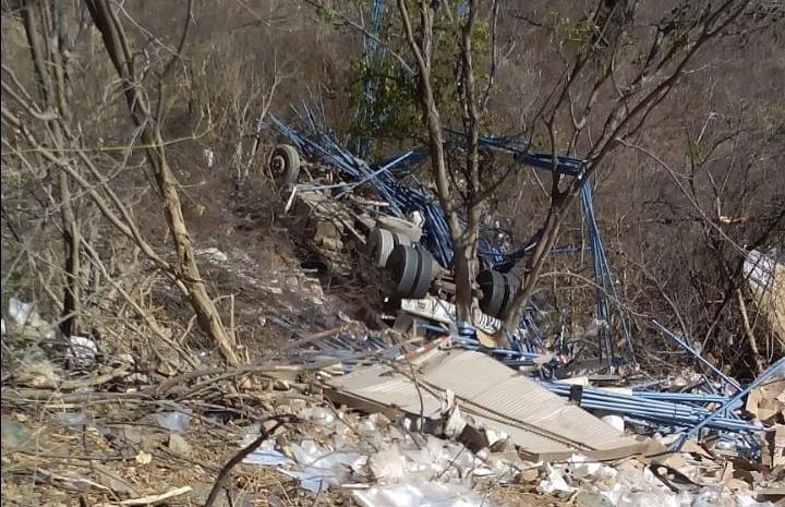 Acidente envolvendo caminhão deixa duas pessoas mortas na região de Guanambi