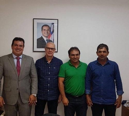 Tanhaçu: Presidente da Câmara com o apoio de Marquinho Viana luta pela oferta de água potável para a população