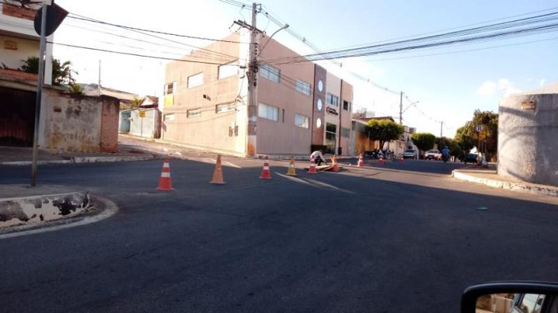 Brumado: Prefeitura inicia alteração de canteiro central da Avenida João Paulo I
