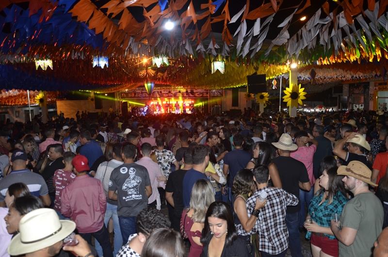 Grande público prestigia atrações do São João de Malhada de Pedras; veja fotos