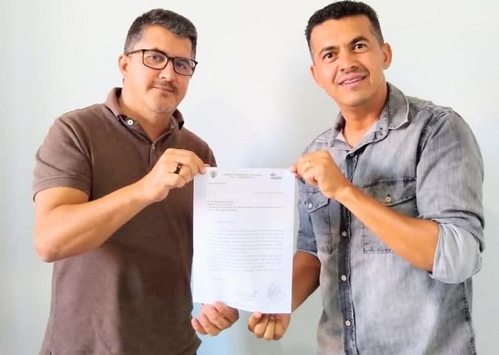 Guajeru: prefeito Gil Rocha solicita ao CIVALERG maquinário para recuperação de estradas rurais