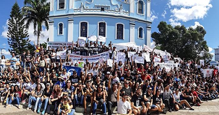 Protesto contra cortes na educação também é registrado em Brumado