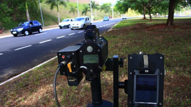 Justiça Federal no DF determina que PRF volte a usar radares móveis em rodovias