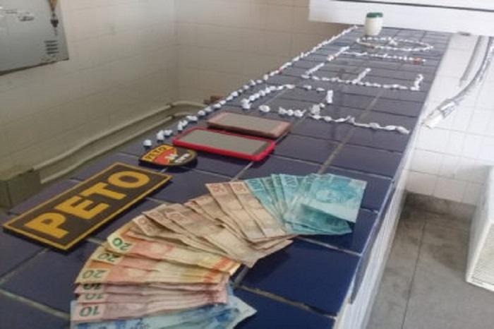 Após fugir de abordagem policial, motorista é preso com drogas em Brumado; mais duas pessoas foram detidas