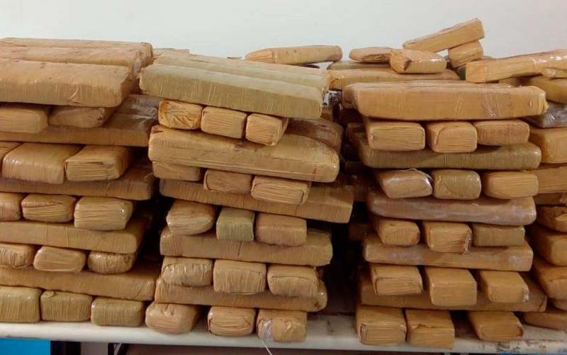 Polícia apreende 300 kg de droga após investigação sobre rota de tráfico entre Paraguai e Feira de Santana