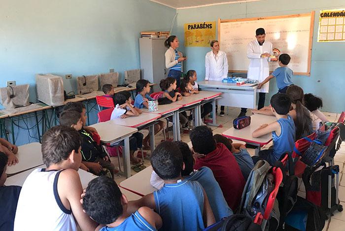 Malhada de Pedras: Secretaria de Saúde realiza atividade de educação em saúde bucal na escola da fazenda Periperi