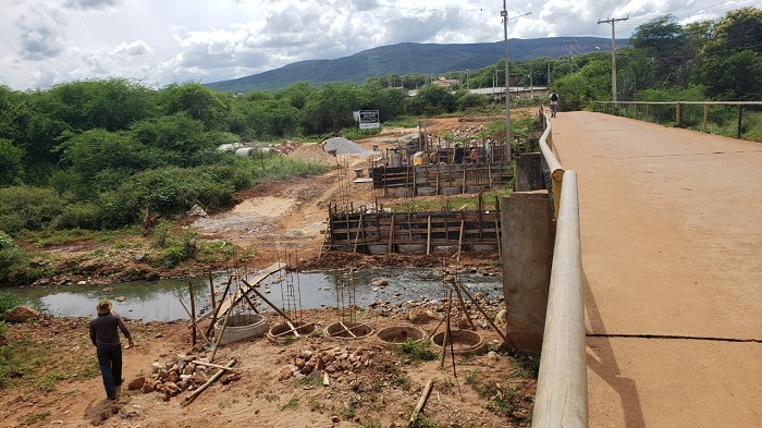 Brumado: Para facilitar a trafegabilidade a Prefeitura realiza trabalhos de construção reforma e ampliação de pontes