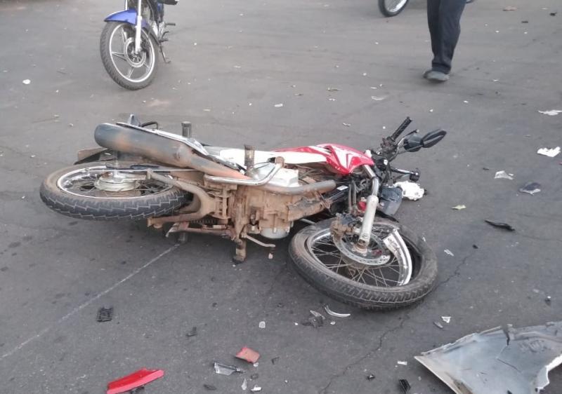 Acidente grave deixa duas pessoas feridas na Avenida João Paulo I em Brumado
