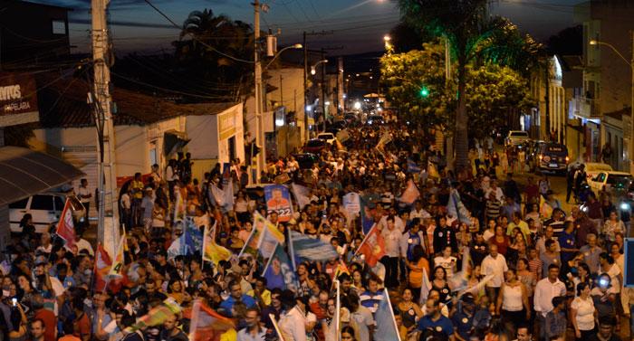 Prefeito Sérgio Maia recepciona Rui Costa em ato de campanha em Aracatu