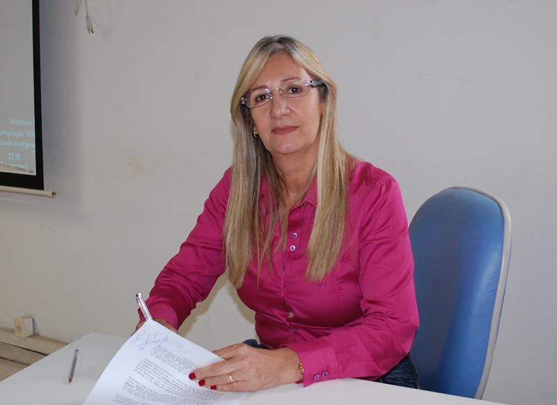 Prefeita de Malhada de Pedras assina convênio para implantação do programa ADAB na Escola