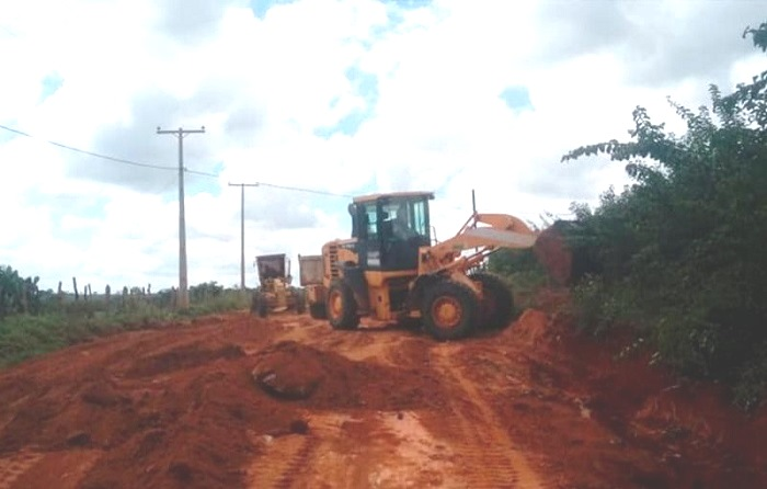 Malhada de Pedras: Prefeitura intensifica trabalhos de recuperação das estradas vicinais que foram afetadas pelas chuvas