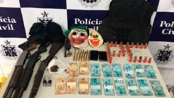 Região Sudoeste: três assaltantes de banco são presos com mais de R$ 16 mil e máscaras de palhaço