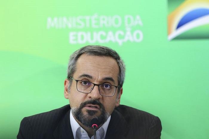 Enem terá como foco conhecimentos objetivos, diz Ministro