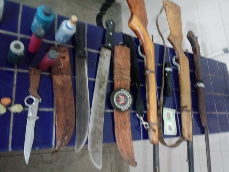 Polícia prende homem por ameaça e porte ilegal de armas de fogo em Maetinga
