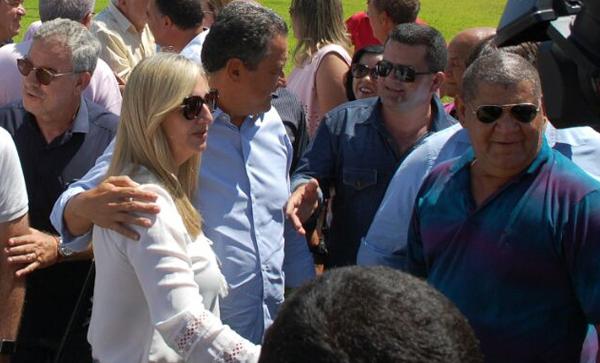 Prefeita Terezinha Baleeiro recepciona o governador Rui Costa durante inaugurações em Livramento