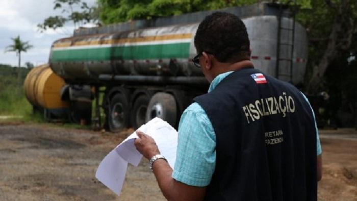 Operação contra grupo que adulterava combustível tem seis mil litros apreendidos e dois homens presos na Bahia