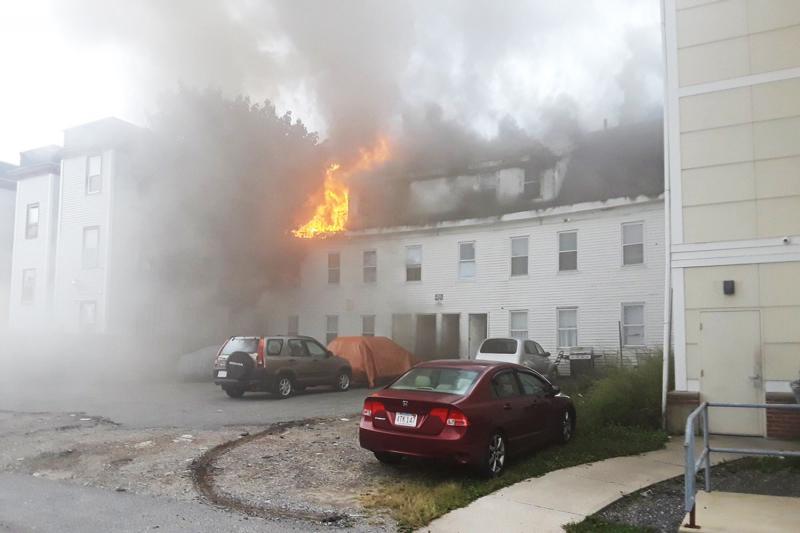 Explosões de gás atingem mais de 60 prédios em três cidades americanas