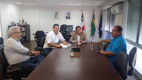 Prefeito de Ituaçu se reúne com secretário do Estado