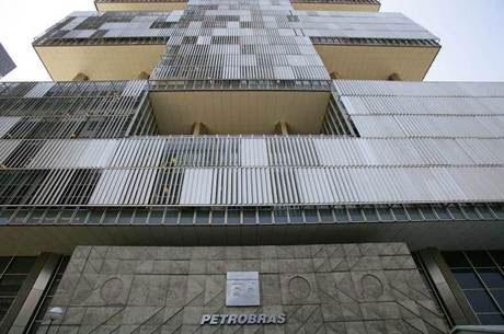 Lucro da Petrobras despenca mesmo sem contar perdas da Lava Jato