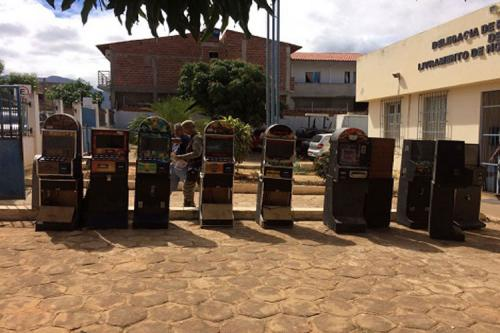 Em operação da polícia 12 máquinas caça - níqueis foram apreendidas em Livramento