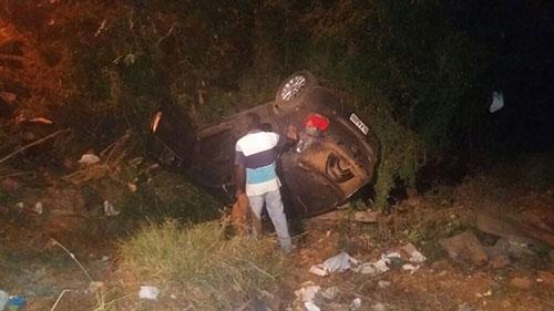 Carro oficial da Câmara de Rio do Antônio fica destruído após capotamento com vereador