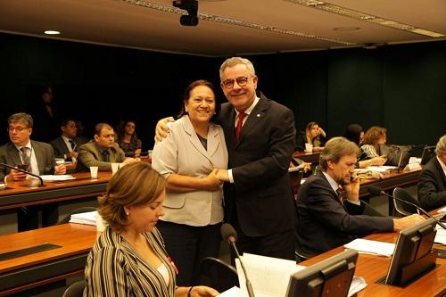 Após relatório de Waldenor Pereira, Comissão de Educação aprova PL que cria Política Nacional de Leitura e Escrita