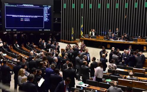 Teto de gastos é aprovado em 2º turno na Câmara e vai ao Senado