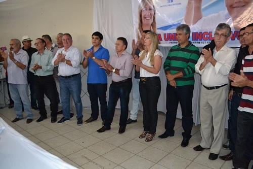 Terezinha e Adriano Paca oficializam suas candidaturas à prefeita e vice em Malhada de Pedras