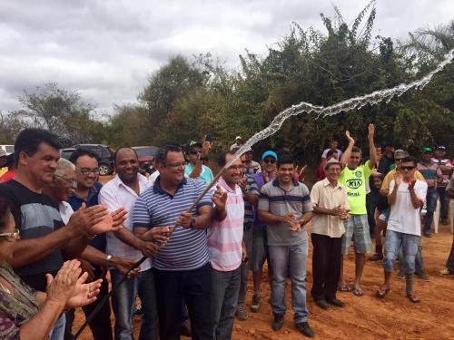 Povoado de Moreira e Mandacaru em Maetinga são beneficiadas com água encanada