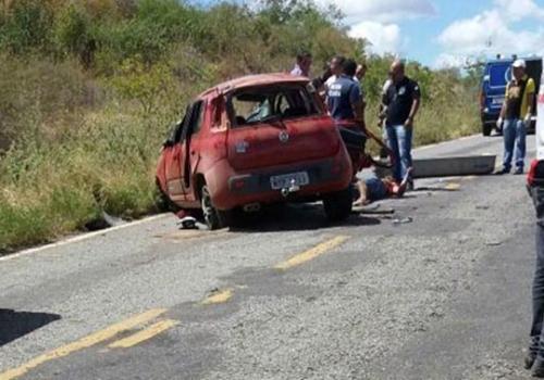 Tanhaçu: Após capotamento condutor foge do local ao perceber que carona havia morrido