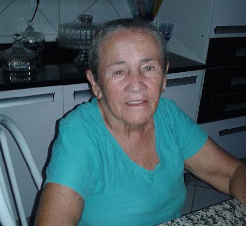 Moradora de Ourives / Tanhaçu procura irmãos que não tem contato a muitos anos; eles são de poções