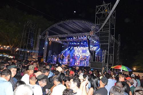 Grande público prestigia primeira noite do São Pedro de Aracatu; veja as fotos