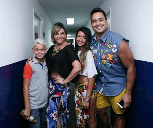 Carla Perez se muda para Miami para morar com os filhos, diz colunista