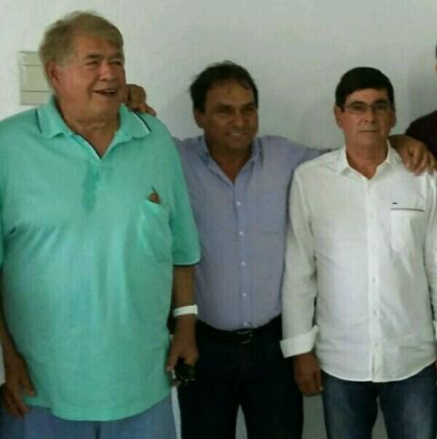 Ex deputado federal Newton Cardoso e empresário brumadense Vanderlito declaram apoio total ao pré candidato a prefeito de Tanhaçu Tôe Brito