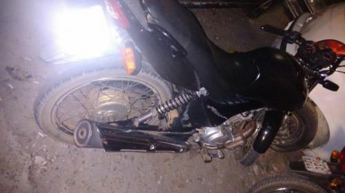 Morador da Fazenda Picadas é preso com moto reoubada em Guajeru