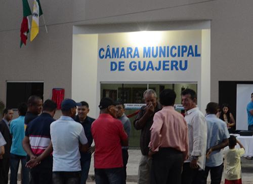 Populares tentam impedir que transmissão das sessões da câmara em Guajeru seja cancelada