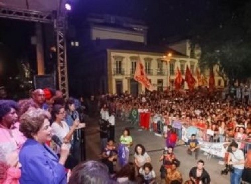 Em ato no Rio, Dilma classifica como 'assustador' primeiros dias da gestão Temer
