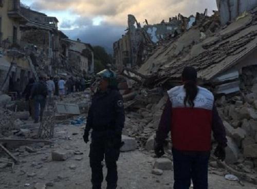 Forte terremoto na Itália deixa ao menos 37 mortos e causa desmoronamentos