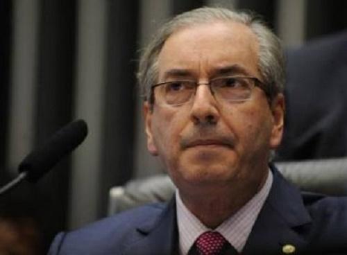 Mesmo afastado, Cunha articula para André Moura virar líder do governo na Câmara
