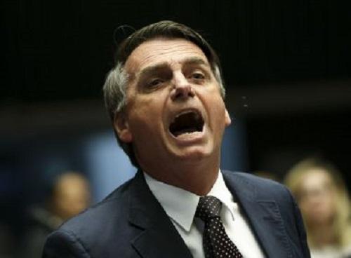Bolsonaro promete dar 'carta branca' a PM para matar em serviço