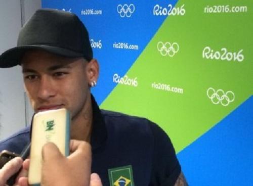 Após triunfo na Arena, Neymar minimiza críticas: 'Não ligo para nenhuma delas'
