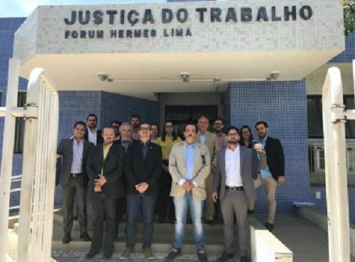 Advogados são barrados de reunião com desembargador por não usarem gravata em Guanambi