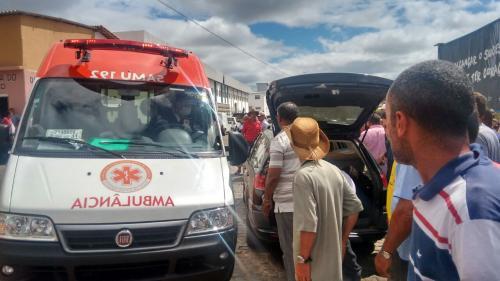 Idoso sofre infarto fulminante e morre na feira - livre do mercado municipal