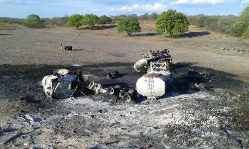 Carreta tomba e explode na BR - 030 próximo a Ibitira, município do Rio do Antônio